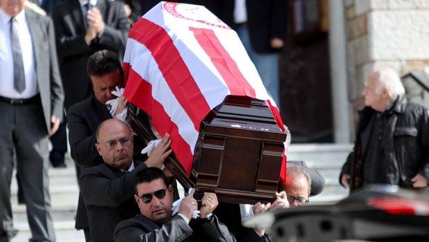 Πλήθος κόσμου στην κηδεία του Λεωνίδα Θεοδωρακάκη