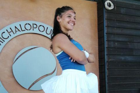 Η νεαρή Ελληνίδα τενίστρια Μιχαέλα Λάκη