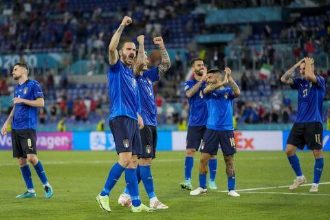 Ο Μπονούτσι πανηγυρίζει τη νίκη της Ιταλίας