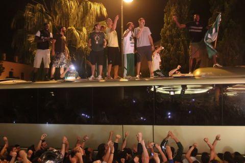Αποθέωση των πρωταθλητών στο Κάραβελ