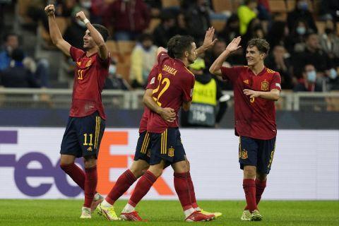 Ο Φεράν Τόρες και οι συμπαίκτες του πανηγυρίζουν στον ημιτελικό του Nations League με την Ιταλία