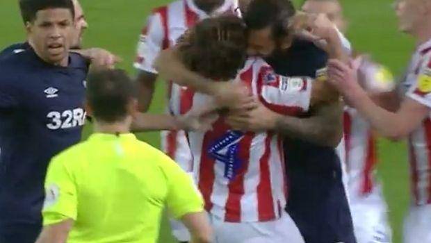 Παίκτης στην Αγγλία έπαθε... Σουάρες, δάγκωσε τον Άλεν και δεν αποβλήθηκε