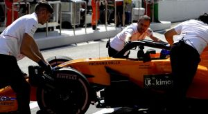 Στο νοσοκομείο τρεις μηχανικοί της McLaren μετά από πυρκαγιά στο γκαράζ!