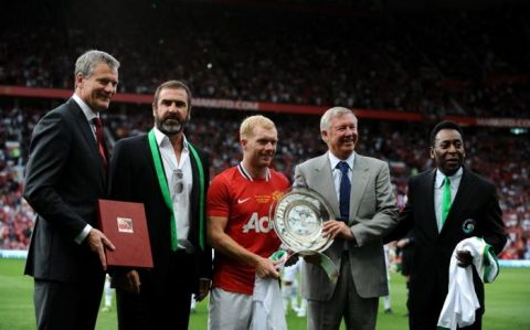 Manchester United's Paul Scholes (centre) accepting a trophy before the start of his testimonial match alongside Chief Executive David Gill, Eric Cantona, manager Sir Alex Ferguson and Pele