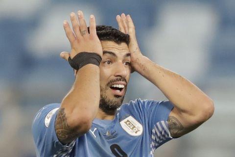 Ο Λουίς Σουάρεζ στο ματς της Ουρουγουάης με την Χιλή