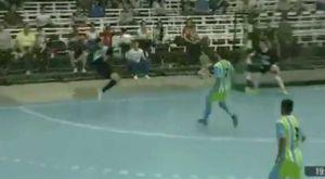 Φανταστικό γκολ σε αγώνα futsal στην Αργεντινή