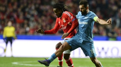 Benfica's midfielder Renato Sanches (L) vies with Zenit's Portuguese midfielder Danny Gomes (R) during the UEFA Champions League round of 16 football match SL Benfica vs FC Zenith Saint-Petersburg at the Luz stadium in Lisbon on February 16, 2016. / AFP / PATRICIA DE MELO MOREIRA        (Photo credit should read PATRICIA DE MELO MOREIRA/AFP/Getty Images)