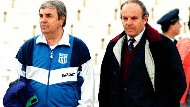 Ο Αντώνης Γεωργιάδης δίπλα στον Αλκέτα Παναγούλια στο πλαίσιο αγώνα της Εθνικής Ελλάδας