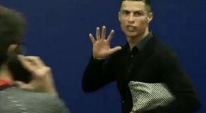 Ο Κριστιάνο έδειξε τα πέντε δάχτυλα και στους δημοσιογράφους!