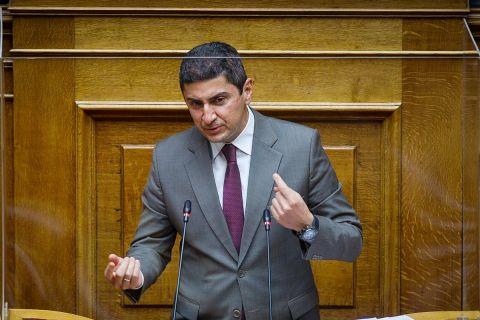 Ο Υφυπουργός Αθλητισμού, Λευτέρης Αυγενάκης, σε ομιλία του στη Βουλή