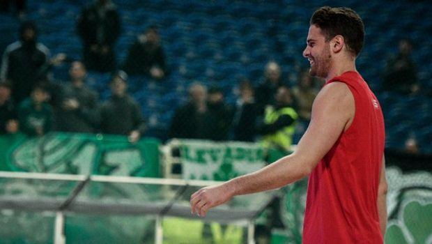 Παναθηναϊκός - Ολυμπιακός: Η χειρονομία του Μπόγρη στο ΟΑΚΑ