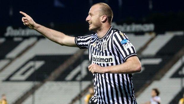 Ο Κρέμντσικ πανηγυρίζει γκολ του στο ΠΑΟΚ - ΑΕΚ για τα ημιτελικά του Κυπέλλου Ελλάδας.