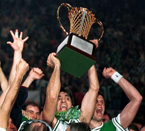 Γιαννάκης - Αλβέρτης με το τρόπαιο του πρωταθλητής Ευρώπης για τον Παναθηναϊκό το 1996
