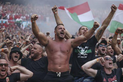 Οπαδοί της Ουγγαρίας πανηγυρίζουν το γκολ του Φιόλα στο ματς με την Γαλλία για το Euro 2020