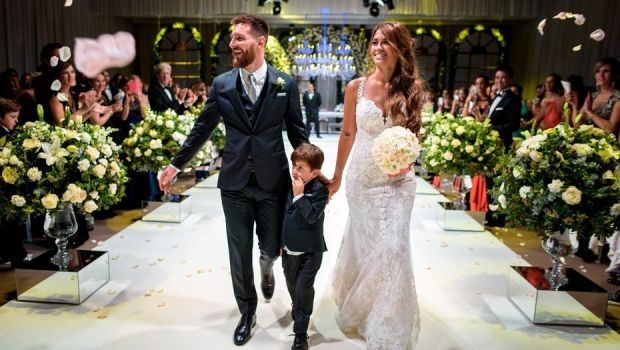 20f1e954822 Οι καλεσμένοι στο γάμο του Μέσι έκαναν φιλανθρωπία... 37 ευρώ (!) το ...