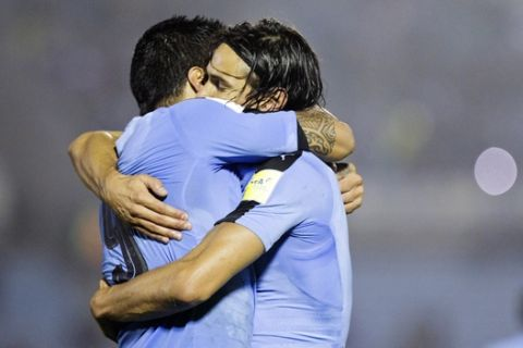 Uruguay's Luis Suarez, left, embraces teammate Edinson Cavani after scoring a goal during a 2018 World Cup qualifying soccer match against Paraguay in Montevideo, Uruguay,Tuesday, Sept. 6, 2016. (AP Photo/Matilde Campodonico)