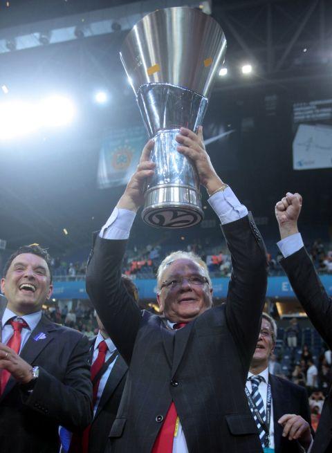 Ο Ϊβκοβιτς με το τρόπαιο της Euroleague μετά τον θρυλικό τελικό του 2012, Ολυμπιακός - ΤΣΣΚΑ