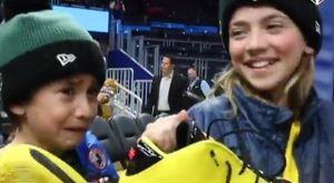 Γιάννης Αντετοκούνμπο: Έδωσε τα παπούτσια του σε ένα παιδί και αυτό έβαλε τα κλάματα