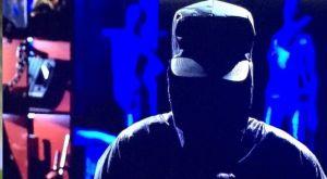 ΠΑΟΚ – ΑΕΚ: Η αλήθεια για τον μαυροφορεμένο «χάκερ» που αναστάτωσε τους τηλεθεατές