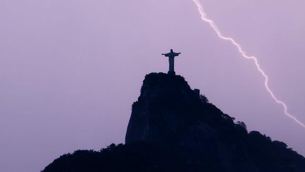 Σέρφερ βρήκε τραγικό θάνατο από κεραυνό στην Βραζιλία