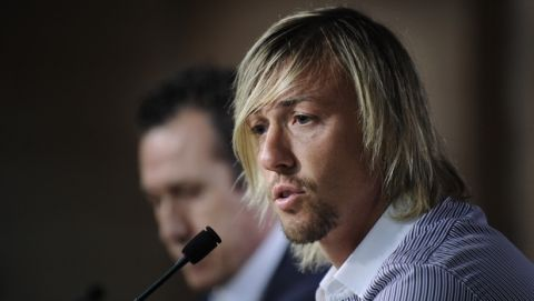 """Midfielder Jose Maria """"Guti"""" Gutierrez speaks during a news conference in Madrid, Sunday, July 25, 2010. 'Guti' is leaving Real Madrid after 15 seasons with the Spanish giant. He scored 86 goals in 542 games for Madrid.(AP Photo/Daniel Ochoa de Olza)"""