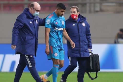 Ο Μοχάμεντ Ντρέγκερ αποχωρεί τραυματίας από την αναμέτρηση του Ολυμπιακού με το Βόλο