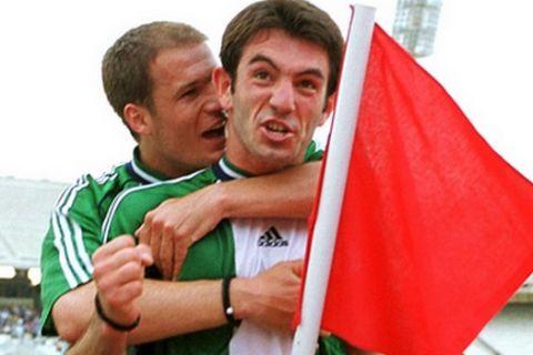 Ποιος από τους δύο ποδοσφαιριστές είναι μεγαλύτερος;