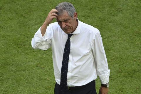Ο Φερνάντο Σάντος προβληματισμένος μετά την ήττα της Πορτογαλίας κόντρα στη Γερμανία στο Euro 2020.