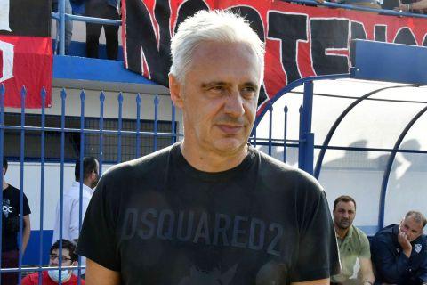 Ο προπονητής του Αιγάλεω Απόστολος Χαραλαμπίδης στο ματς με την Παναχαϊκή  6 Οκτωβρίου 2021