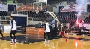 ΠΑΟΚ: Συνοδεία… καπνογόνου έπαιξαν μονό οι μπασκετμπολίστες και οι ποδοσφαιριστές του συλλόγου!