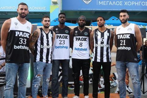 Οι παίκτες του ΠΑΟΚ στην παρουσίαση της νέας φανέλας