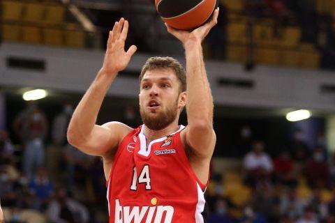 Ο Σάσα Βεζένκοβ ήταν εκ των πρωταγωνιστών του Ολυμπιακού στην αναμέτρηση με την Μπασκόνια για την πρεμιέρα της νέας EuroLeague