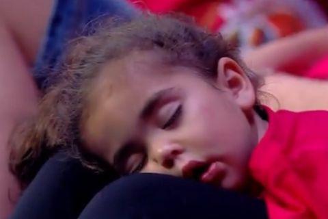Νανούρισμα για ένα παιδάκι τα συνθήματα των οπαδών της ΑΕΚ στο ΟΑΚΑ