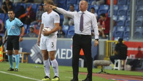 Burnley's head coach Sean Dyche gives instructions to his players during the Europa League qualification soccer match between Istanbul Basaksehir and Burnley, at the Fatih Terim stadium in Istanbul, Thursday, Aug. 9, 2018. (AP Photo)