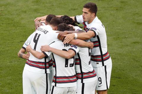 Οι παίκτες της Πορτογαλίας πανηγυρίζουν το 1-0 επί των Ούγγρων | 15 Ιουνίου 2021