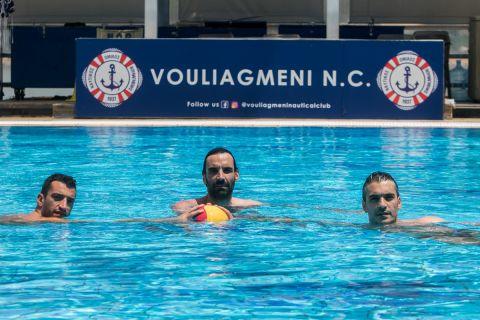 Τα αδέλφια Αφρουδάκη στην πισίνα του κολυμβητηρίου Βουλιαγμένης