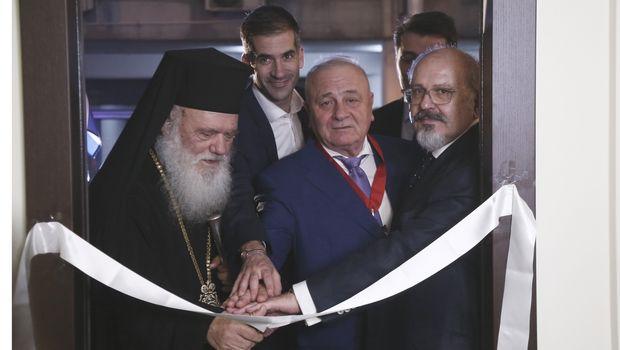 Ο Αρχιεπίσκοπος Ιερώνυμος βράβευσε τον Παντελή Μπούμπουρα