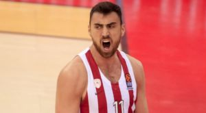 Ολυμπιακός – Ρέθυμνο: Ο Μιλουτίνοβ «τρελάθηκε» με σφύριγμα