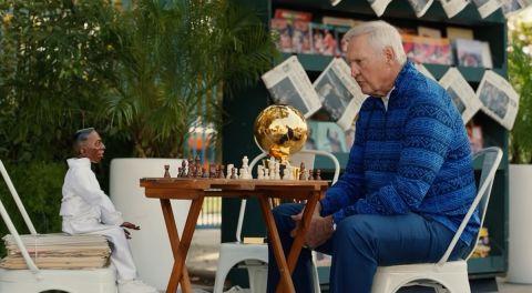 Ο Τζέρι Γουέστ παίζει σκάκι
