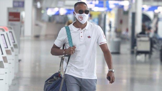 Ολυμπιακός: Αναχώρησαν για Θεσσαλονίκη με μάσκες (pics)