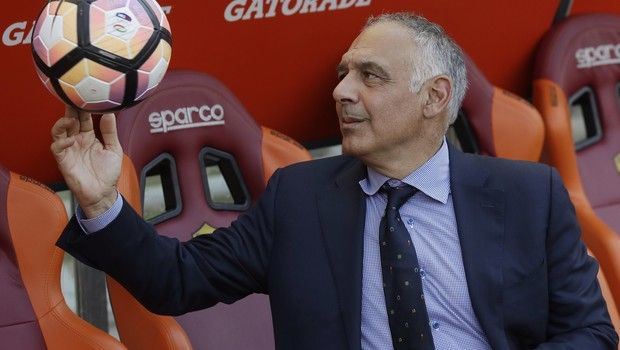 """FILE - In this Sunday, May 28, 2017 file photo AS Roma president James Pallotta plays with a ball prior to an Italian Serie A soccer match between Roma and Genoa at the Olympic stadium in Rome, Sunday, May 28, 2017. A """"Made in USA"""" matchup. The """"American derby."""" Italian media are promoting Friday's match between AC Milan and Roma at the San Siro stadium as the first meeting of two American-owned clubs in Serie A. (AP Photo/Alessandra Tarantino, File)"""