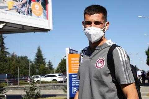 Ο Ραντζέλοβιτς στην άφιξη του Ολυμπιακού στη Βουλγαρία
