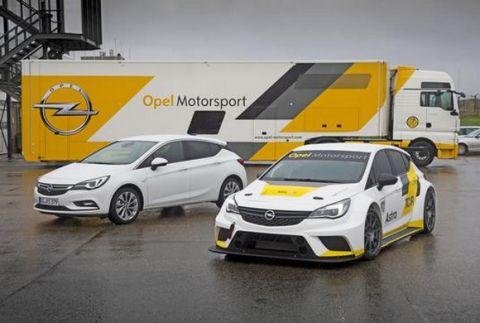 Μαζί με την F1 το ντεμπούτο του Opel Astra TCR
