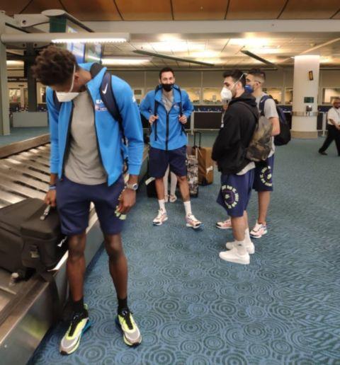 Η Εθνική ομάδα ανδρών κατά την άφιξή της στο αεροδρόμιο του Βανκούβερ στον Καναδά