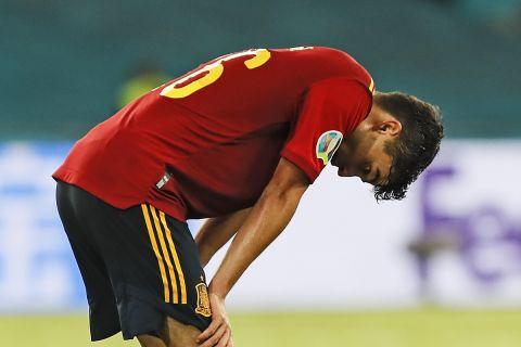 Ο Πέδρι απογοητευμένος στην αναμέτρηση της Ισπανίας κόντρα στη Σουηδία στη Σεβίλλη για το Euro 2020.