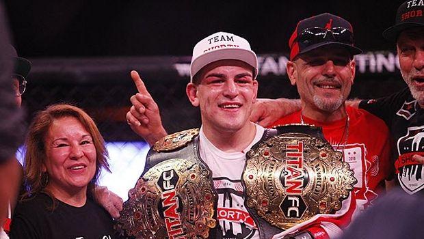 Το UFC απέκτησε νέο διπλό πρωταθλητή (BINTEO)