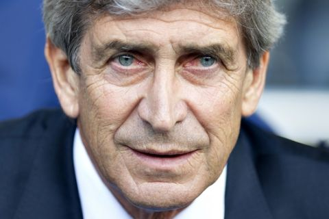 Manchester City's manager Manuel Pellegrini looks on during the English Premier League soccer match between Tottenham Hotspurs and Manchester City, at White Hart Lane Stadium in London, Sunday, May 3, 2015. (AP Photo/Bogdan Maran)