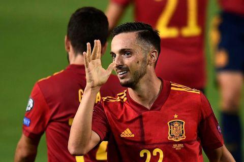 """Ο Πάμπλο Σαράμπια της Ισπανίας πανηγυρίζει γκολ που σημείωσε κόντρα στη Γεωργία για το 2ο προκριματικό όμιλο της ευρωπαϊκής ζώνης για το Παγκόσμιο Κύπελλο 2022 στο """"Νουέβο Εστάδιο Βιβέρο"""", Μπανταχόθ   Κυριακή 5 Σεπτεμβρίου 2021"""