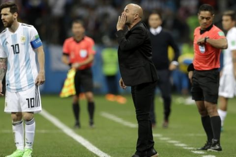Argentina coach Jorge Sampaoli, center, gives instructions to his players during the group D match between Argentina and Croatia at the 2018 soccer World Cup in Nizhny Novgorod Stadium in Nizhny Novgorod, Russia, Thursday, June 21, 2018. (AP Photo/Petr David Josek)