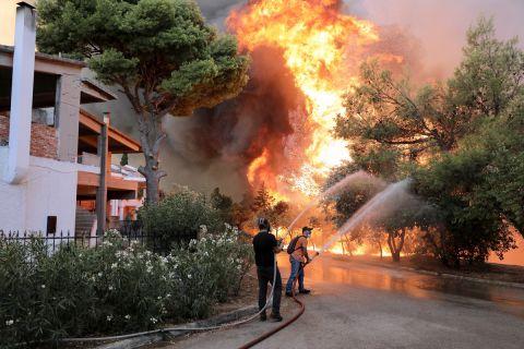 Η φωτιά στη Βαρυμπόπη